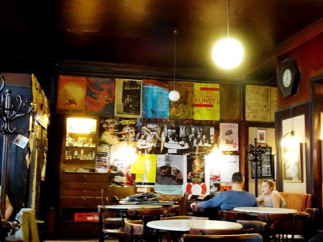 wiedeńskie kawiarnie: Café Hawelka | Z Alicją przez Wiedeń
