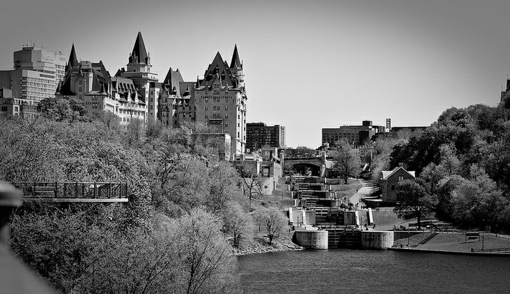 Chateau Laurier by the Ottawa Locks (www.pointshogger.com)
