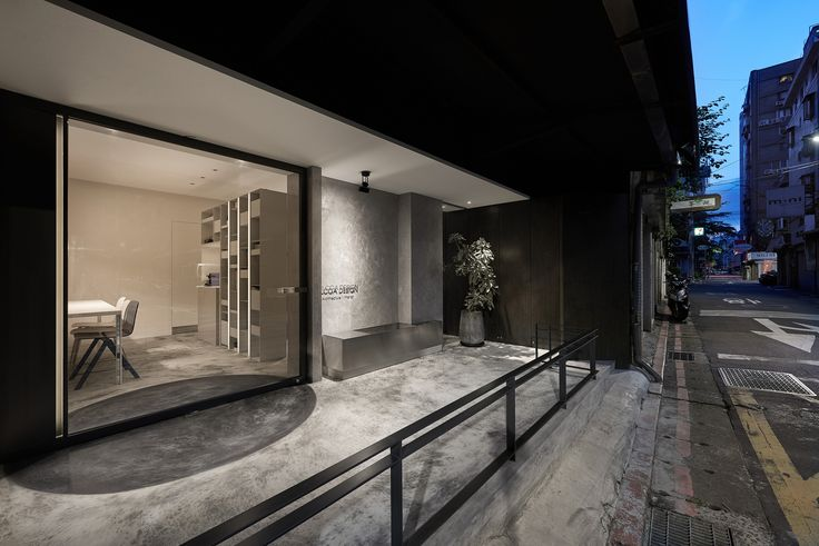 Completed in 2015 in Taipei, Taiwan. Images by Hey! Cheese . In a downtown alley full of pedestrians, a beige gray workshop is composed and included in the daytime. As the night falls, the workshop becomes a...