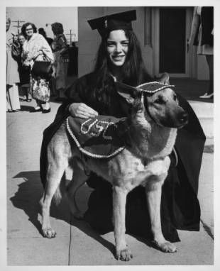 Commencement -- earned dog-torate, 1975 :: University of Southern California History Collection
