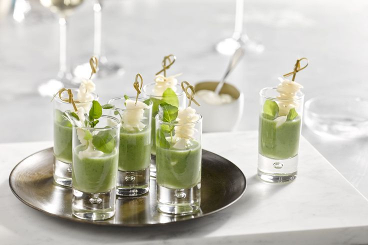 Verras je gasten met een heerlijk verfijnd soepje in een verrine: waterkerssoep met gerookte heilbot. Niet zo moeilijk, snel klaar en een prachtig hap...