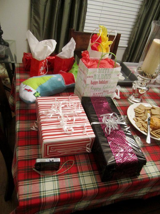 secret santa gift exchange ideas christmas gift exchange games pinterest secret santa. Black Bedroom Furniture Sets. Home Design Ideas