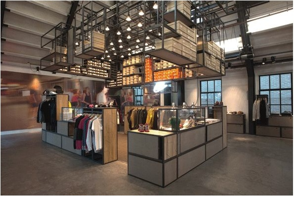 On the 10th of December 2009, the doors to the old police station on Singel 459 opened for a never-before-seen concept that emerged from a unique collaboration of leaders and trendsetters of Amsterdam's fashion and music industry. Located in this classic Amsterdam canal house, Precinct 5 is where the sophisticated and premium clothing originating from pure street culture found its new home.