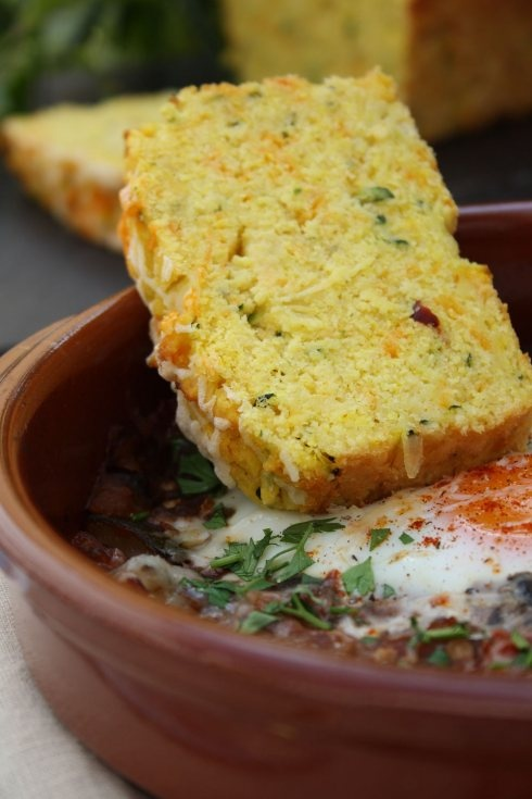 Green chili corn bread.Zucchini Cornbread, Chilli Cornbread, Food Blog, With Eggs, Green Chilli, Zucchini Green, Green Chilis, Corn Breads, Pisto Con