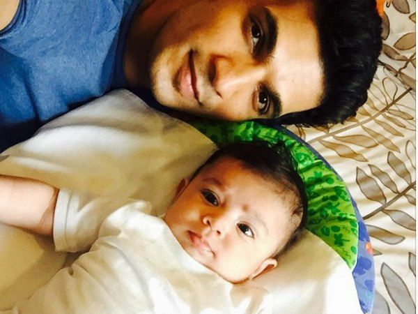 Arjun Bijlani is trying to put a smile on son Ayaan's face!