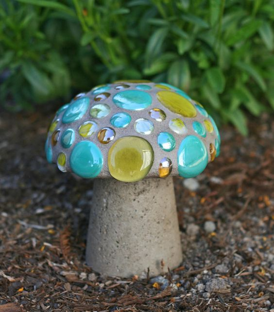 Mosaic mushroom for the garden. D.I.Y. landscape ornaments from hypertufa mix.