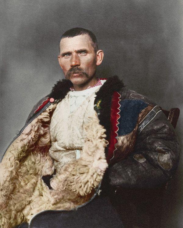 Imigranţi români în SUA. Fotografii restaurate după 100 de ani: Ciobanul român şi omul cu fluierul - GALERIE FOTO - Mediafax