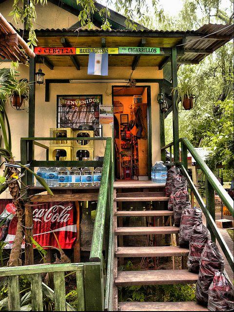 Típico Almacén, en las islas del delta del Paraná, Tigre, Buenos Aires…