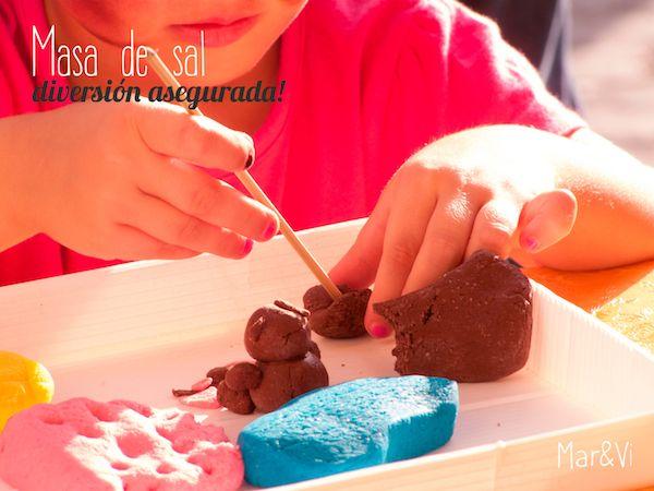 Pasta de sal ¡diversión asegurada! Cómo hacer pasta de sal casera para modelado infantil. Una manualidad para niños fácil y divertida, que os dará horas de diversión.