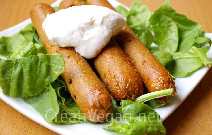 Cómo hacer salchichas veganas caseras, a base de gluten de trigo y soja. Con esta receta prepararás salchichas con gran sabor y excelente textura, y verás que salen muy baratas.