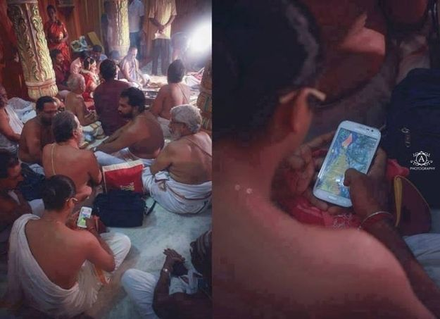 This priest playing Temple Run in an actual temple. | 19 Pictures That Show What Modern India Is Like