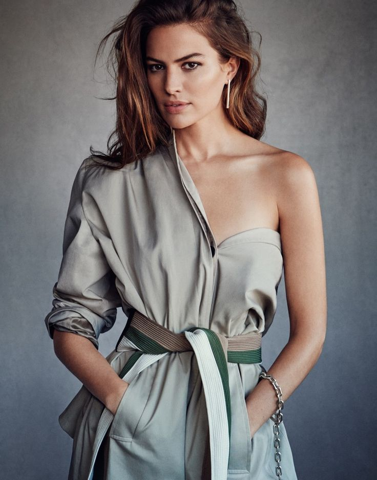 Top model Cameron Russell lands the February 23rd, 2017 cover of The Edit from Net-a-Porter. Photographed by Victor Demarchelier, the American beauty wears a Balenciaga coat, Johanna Ortiz belt and Jennifer Fisher earring. In the accompanying spread, Cameron poses in utilitarian inspired looks featuring shades of khaki, army green and beige. Stylist Alison Edmond dresses …