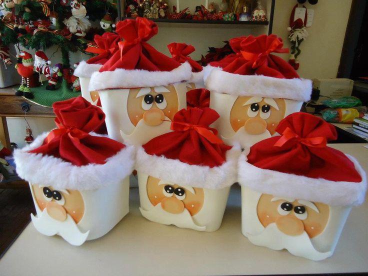 Sugestão para reciclar potes de sorvetes e fazer lembrancinhas para o natal. Aprenda a fazer estes lindos pote de papai noel com reciclagem...