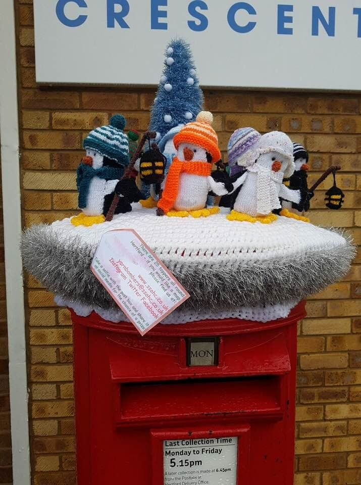 Anglia legendásan híres postaládái beszálltak a jótékonykodásba. http://kozelestavol.cafeblog.hu/2017/11/28/unnepi-diszbe-oltozott-postaladak-teszik-szebbe-az-utolso-napokat/