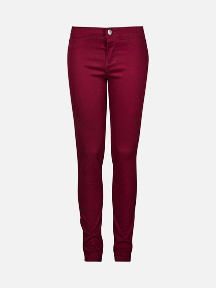 Vår smaleste, fargede jeans som er laget i myk og god stretchkvalitet. Tregging Thea har fuskelommer på forsiden og bred elastikk i midjen, i tillegg til kn Burgunder