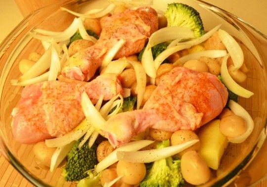 Pui cu cartofi şi ciuperci la cuptor