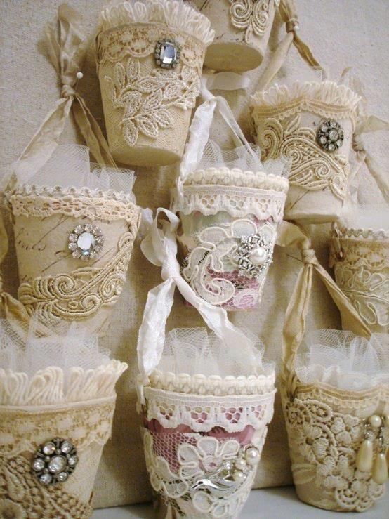 Resultado de imagem para vidro de azeitona decorados com saco de linho e rendas