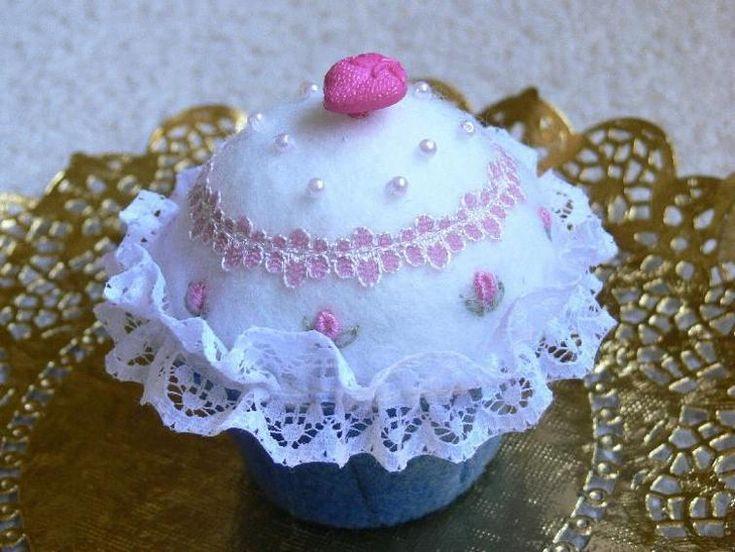 Sweetly Scrumptious Cupcake Pincushion   Craftsy
