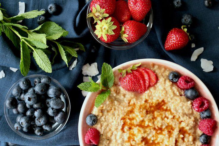 vegan date-cinnamon porridge, recipe in German / Leckeres Dattel-Zimt Porridge (vegan) für das einfache Rezept klicken...  #vegan #Porridge #recipe #Rezept #Datteln #Zimt