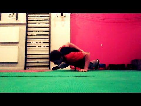 Jak się nauczyć robić pompki na jednej ręce (Workout Maniac)