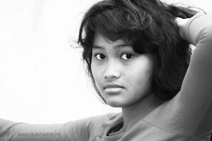 Balinese young woman model 3 Ni Made. 1 photo 100 euro - send as attachment. Printsize A4 with photo paper Photo 3 MB emilesvv@hotmail.com