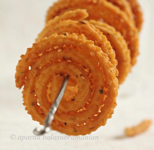 Muruku - My Diverse Kitchen: A Week Of An Indian Christmas – Day #5 : Chakli (Savoury Rice And Lentil Spirals)
