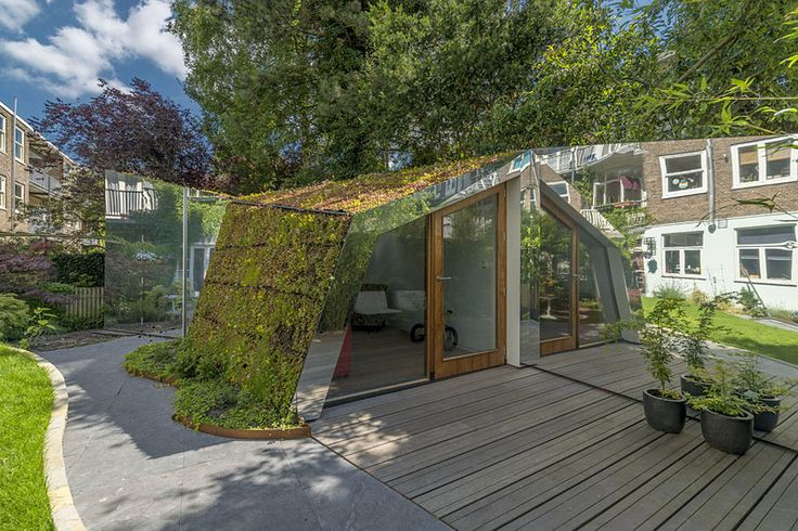 Remixing Reality: reflective camouflaged garden studio Building an extension is not always the solution if you want more living space. At least that was the out of the box answer cc-studio came up with after having been asked to add more space to the ground floor apartment of the family Maarten and Lori Lens-FitzGerald in …
