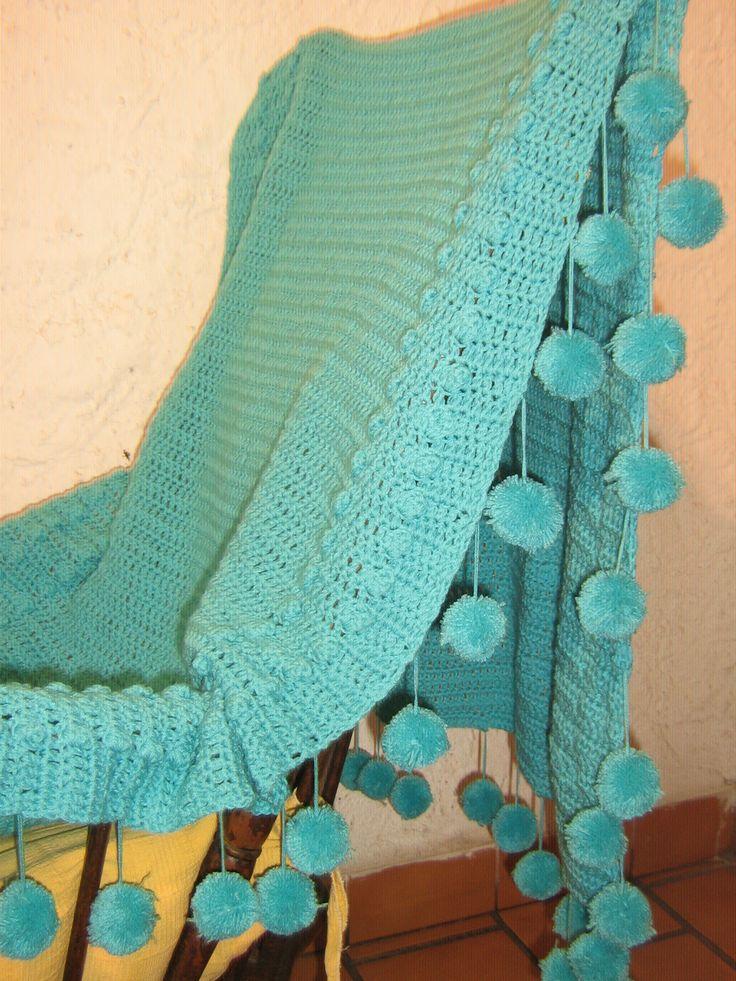 Pie de  cama con pompones al crochet. Medidax 1.50 x 2.50 https://web.facebook.com/tejidos.estilo.artesanal