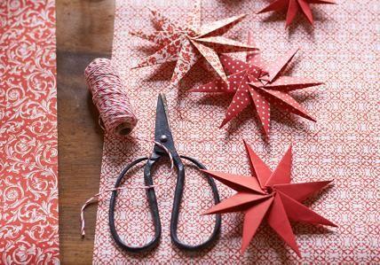 Anleitungen: Weihnachtssterne bei LIVING AT HOME
