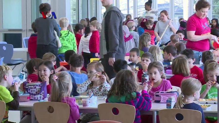 """Ruang kelas serba terbuka, listrik dari sinar matahari dan sisa makanan di kafetaria menjadi kompos, merupakan wujud filosofi sebuah sekolah dasar AS yang ingin menerapkan prinsip ramah lingkungan secara komprehensif. Simak liputan dari Discovery Elementary, """"sekolah nol emisi"""", Arlington, Virginia.  Di YouTube: https://youtu.be/ZEIe9jPDNHg"""