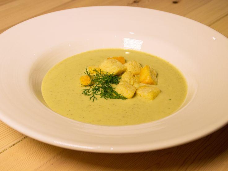 Zucchinisoppa med parmesan | Recept.nu