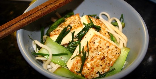 Plantbasedonabudget.com- How did I never know about this before?!: Based Recipes, Udon Noodles, Tofu Pl Based, Spicy Tofu Pl, Plantbasedonabudgetcom, Easy Recipes, Green Plants, Plants Based, Tofu Green