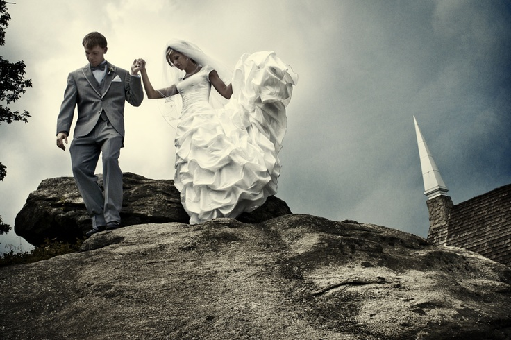 i so want to take a wedding photo like this!