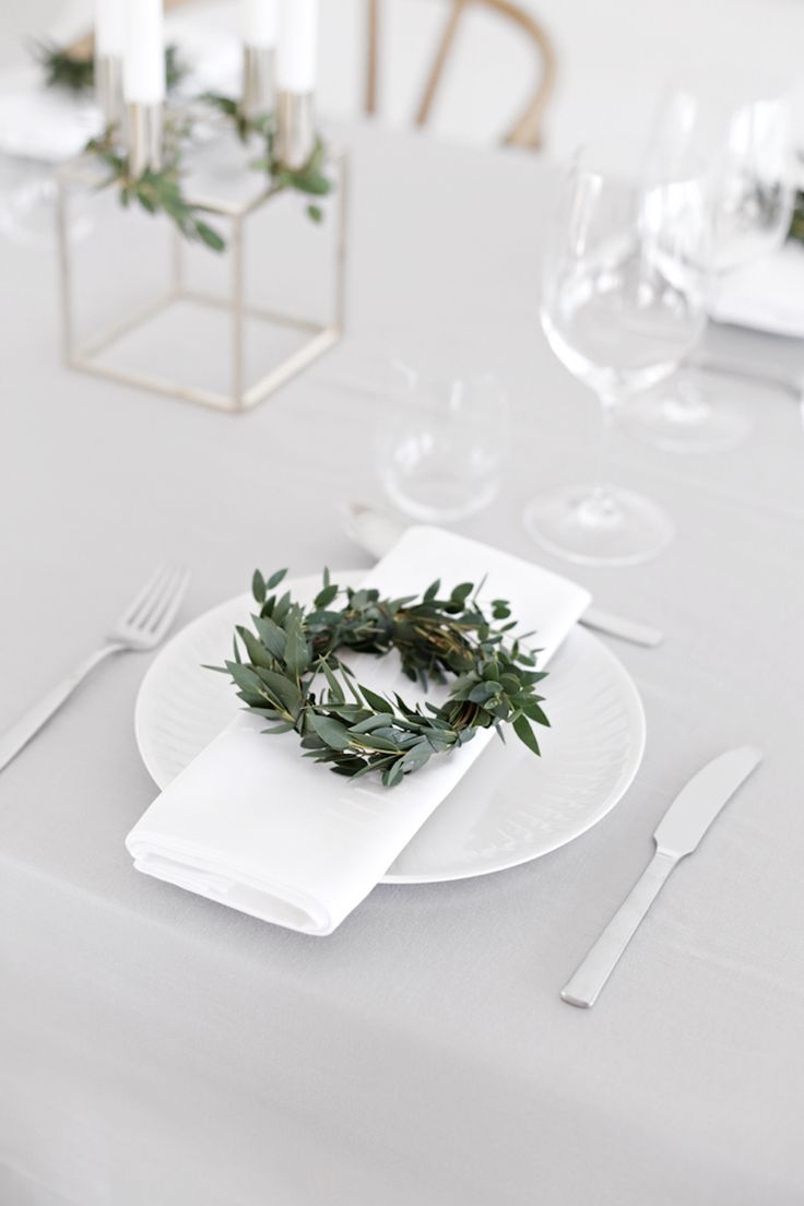 After our own Christmas table styling for IKEA, we would like to give you some more inspiration today.