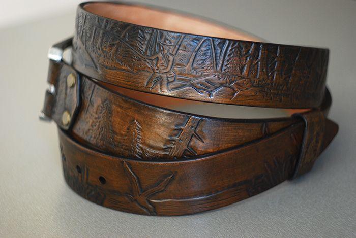 Кожаный ременьразмером 4х130 см. В изготовлении была использована кожа растительного дублениятолщиной 4.0 мм.Тиснение сделано в технике «ручная гравировка по коже». Процесс изготовления