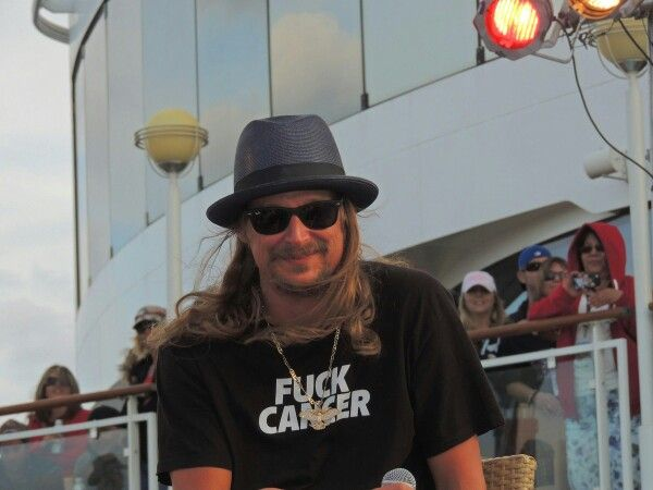 """fuck cancer!/THANK U KID ROCK!!!  MEANS ALOT & U MEAN ALOT! U HAVE BEEN MANY HRS BLASTING IN MY CAR!!! """"ONLY GOD KNOW'S WHY?""""CANCER/BRAIN, I BEEN GIVIN JUST AINT GETTIN THAT SONG! SONG""""HONEY, I'M PREGNANT"""" U R A GREAT, GREAT MAN!!! I W/MY NEW PERSON GOT 5 TATTOOS IN 2 MO'S THAT WAS A HUGE NO NO IN MY PAST LIFE! FUCK THAT!!! MY DAD I DONT CALL HIM THAT 4 U 2 UNDERSTAND ONLY! CAN HAV 2 DO W/MY MOMS DEATH BUT IM 2 B THE VIRGIN MARY I WAS!!! HAD 2 GET UR DETROIT D JUST LIL DIFF @ BOTTOM 2 B…"""