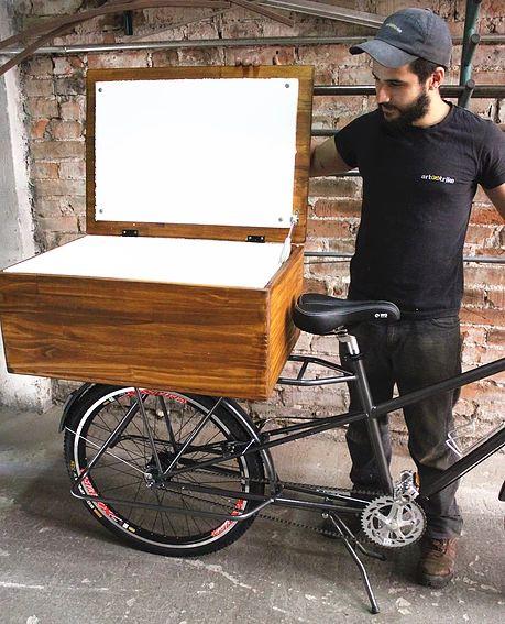 Bike Food, marca Art Trike, baú madeira, pinus, caixa térmica embutida, para venda bebidas.