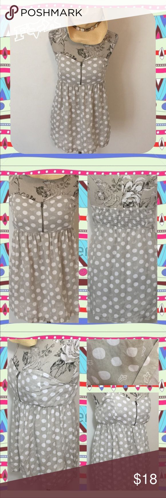 ~Fox Racing🏁Sweetheart Babydoll Zipper Tube Top~ This Fox Racing / Riders Co., size Medium adorably, cute & sassy, babydoll top looks great alone or w/a cardigan & perfect girly shirt to wear to watch some motocross. 😜 • Size Medium (Will fit a Larger Chest best) • Light Grey w/White Polka Dots & Fox Head Logo Patterns • Sleeveless/Strapless/Tube Top • Sweetheart Neckline w/working Zipper • Empire Waist w/elastic back ~ Flattering but Flowing/Looser Bodice Fox Tops