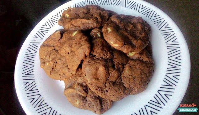 Cookie de chocolate com gotas de chocolate branco - Amando Cozinhar - Receitas, dicas de culinária, decoração e muito mais!