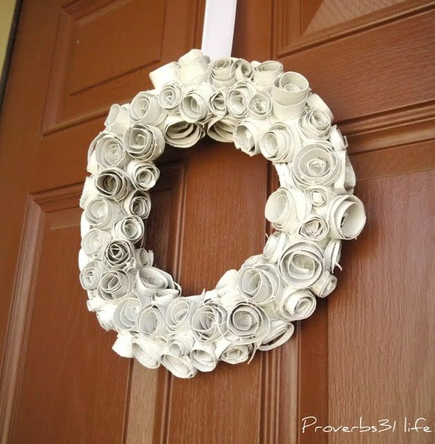 Proverbs 31 Life: Toilet Paper Roll Wreath. http://craftproverbs31life.blogspot.com/2011/08/toilet-paper-roll-wreath.html