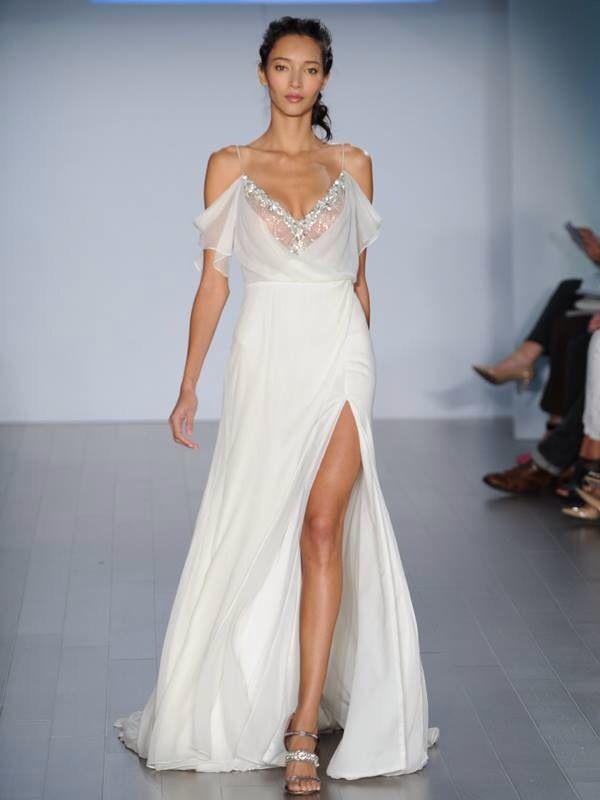 Vestido vaporoso ideal para boda en la playa