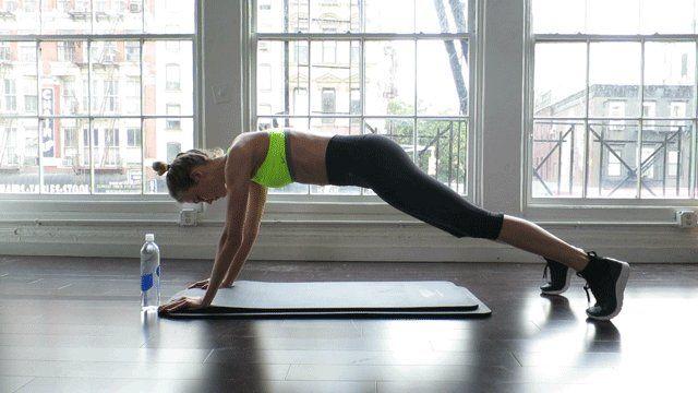 Ventre plat : 5 exercices pour des abdos en béton | Glamour