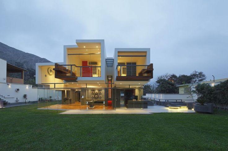 """A House Forever"" | Architects: Longhi Architects | Location: La Planicie, Lima, Peru | Photographs: Juan Solano"