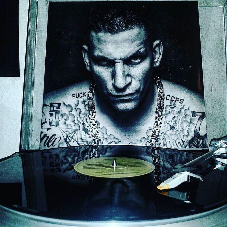 GZUZ Ebbe und flut. Doppel lp. Übertrieben fettes vinyl.  #nowspinning #rarevinyl #rapvinyl #187strassenbande #gzuz #highundhungrig #hamburgpunk #vinylcollection #nordweststadt #ebbeundflut #cl500 #gangstar #thug by fick_den_vogelmann