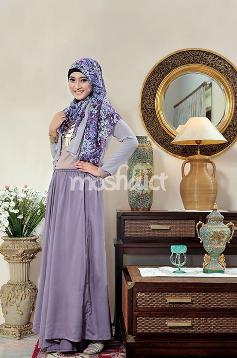 Meyda Sefira --- Buy the magazine at https://www.facebook.com/notes/moshaict-moslem-fashion-district/daftar-nasional-reseller-buku-hijab-moshaict/280384698688485 --- www.moshaict.com  #hijab #fashion #fashionhijab #islamicfashion