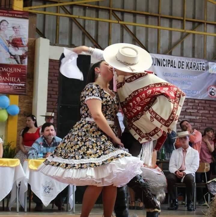 """2016-10-8.- Maryorie Camila Briones inzunza y Juampy Morgado, Campeonato Regional de Cueca """"Jóvenes de Antuco"""" en San Carlos Ñuble."""