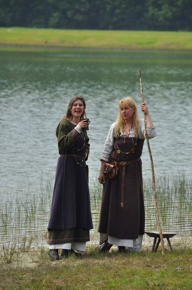 the life and clothing preferences of the vikings During the viking period many of the vikings left scandinavia and travelled to other countries such as britain and ireland many vikings went hunting and searched for treasure in foreign lands other vikings preferred settling down and living a stationary life.