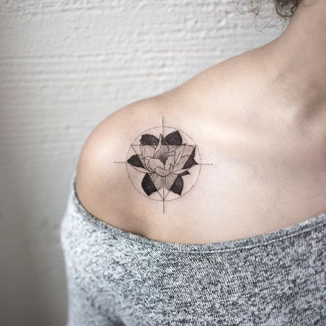 lotus  #lotustattoo #flowertattoo #triangletattoo #tattoo #tattoos #ink #hongdam #tattooisthongdam #연꽃타투 #꽃타투 #삼각형타투 #타투 #홍담 #타투이스트홍담
