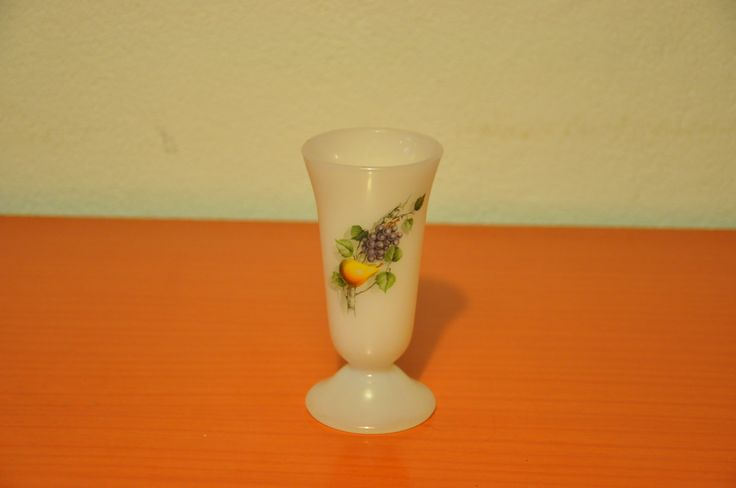 Arcopal small milkglass vase (rare). Fruits de France pattern.