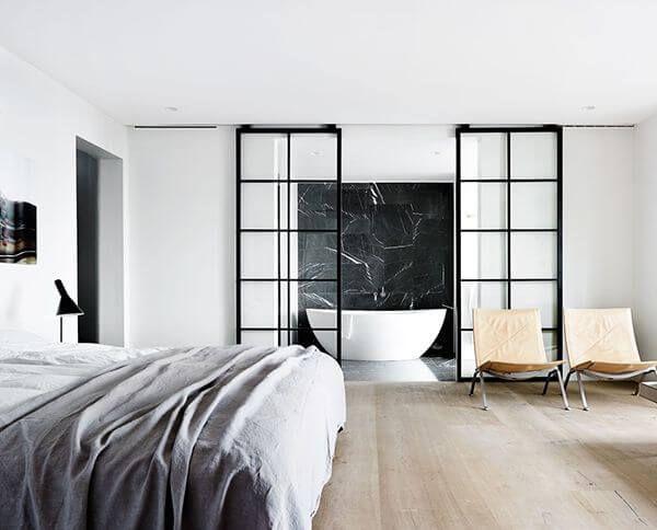 Een stalen schuifdeur is een functioneel kunstwerk voor in het huis. Door vaklieden vervaardigd en van onberispelijke kwaliteit!